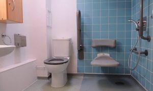 salle de bain pour personnes à mobilité réduite