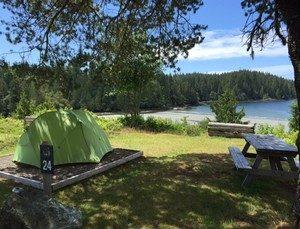 terrain de camping bord de lac