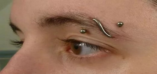 Piercings aux sourcils