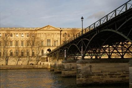 Le Louvre depuis la Seine