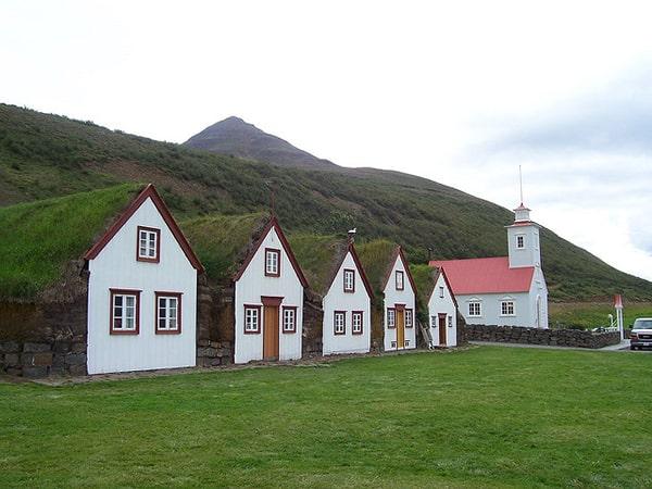 habitations gnomes de Laufás